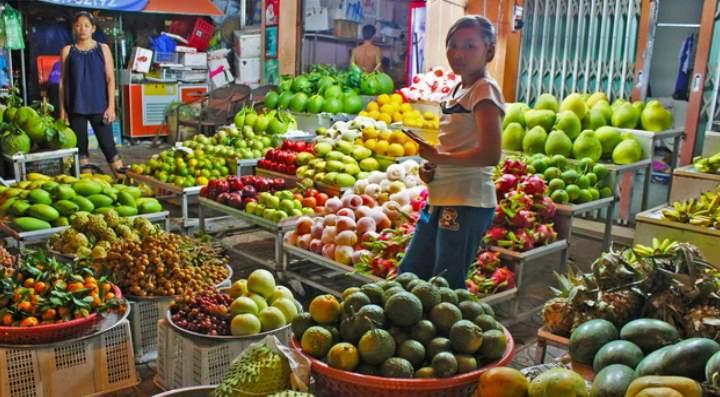 Манго и джекфрукты появляются в марте и продаются до лета