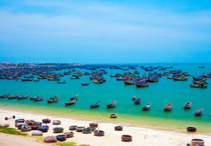 Лодки на пляже Вьетнама