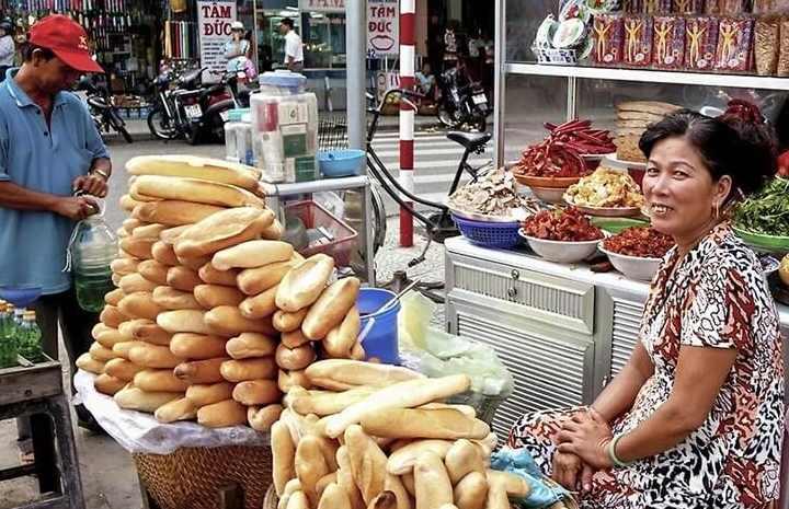 белый хлеб на улице